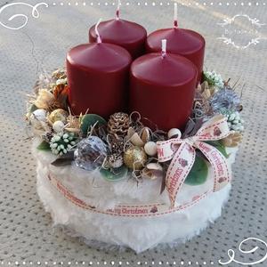 Elegáns Adventi Karácsonyi box asztaldísz, Otthon & Lakás, Karácsony & Mikulás, Karácsonyi dekoráció, Virágkötés, Kellemes krém - bordó összeállításban készúlt ez a doboz.\n\nPuha anyaggal vontam be, majd nagy bordó ..., Meska