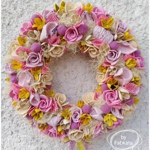 Nyári színes kopogtató ajtódísz, Gyerek & játék, Dekoráció, Otthon & lakás, Lakberendezés, Ajtódísz, kopogtató, Virágkötés, A szalmaalapot bevontam , majd saját gumivirágokkal, selyemvirágokkal, termésekkel, kócgolyókkal dís..., Meska