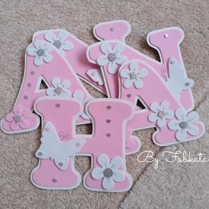 Rózsaszín 15cm virágos lepkés  dekorgumi bababetű falmatrica, Otthon & Lakás, Dekoráció, Betű & Név, Dekorgumiból készítem az egyedi neveket, kartonra vannak felragasztva. Mérete 15cm 400ft / betű  Ked..., Meska