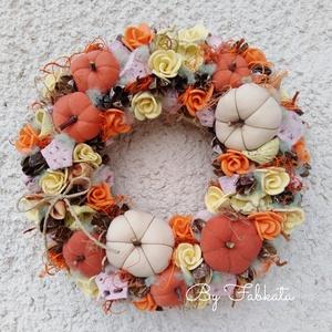 Őszi szines tökös ajtódísz 29cm kopogtató , Otthon & Lakás, Dekoráció, Ajtódísz & Kopogtató, Virágkötés, Egyedi színes őszi dekoráció. \n\nEgy szalmaalapot bevontam, majd saját gumivirágokkal, termésekkel, k..., Meska