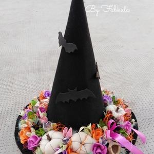 Boszorkány kalap tökös őszi asztaldísz dekoráció, Otthon & Lakás, Asztaldísz, Dekoráció, Saját készítésű boszorkány kalapot díszítettem be saját gumivirágokkal, termésekkel, kócgolyókkal, s..., Meska