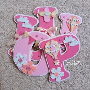 Rózsaszín - beige 15cm babanév falmatrica bababetű dekorgumi , Falmatrica & Tapéta, Dekoráció, Otthon & Lakás, Mindenmás, Papírművészet, Egyedi nevek, dekorgumiból készitem, kartonra vannak felragasztva. Hátoldalon kétoldalú ragasztóval ..., Meska