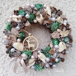 Szarvas lesben karácsonyi ajtódísz 24 cm kopogtató , Otthon & Lakás, Karácsony & Mikulás, Karácsonyi kopogtató, Virágkötés, Egy szalmaalapot bevontam, majd termésekkel, kócgolyókkal,gömbökkel díszítettem. \n\nMutatós dekoráció..., Meska