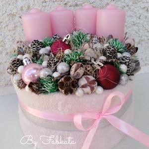 Pink Fashion Adventi box ASZTALDÍSZ, VIRÁGBOX, DOBOZ, NÉVNAP, Otthon & Lakás, Karácsony & Mikulás, Adventi koszorú, Havas csajos hangulatban készülődök az ünnepre!  A dobozt körbevontam puha törtfehér szőrmés anyagga..., Meska