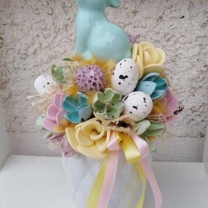 Nyuszis tavaszi  asztaldísz dekoráció virágbox anyák napja , Otthon & Lakás, Dekoráció, Asztaldísz, Virágkötés, Mindenmás, Egy kerámia kaspót kibéleltem, majd saját gumivirágokkal, termésekkel, kócgolyókkal, fa szívekkel dí..., Meska