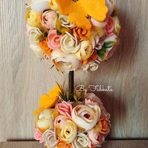 Lepkés virágfa tavaszfa asztaldísz , Otthon & Lakás, Dekoráció, Asztaldísz, Virágkötés, Egy sárga kerámia  kaspót béleltem, majd díszítettem saját gumivirágokkal, selyem boglárkákkal, filc..., Meska