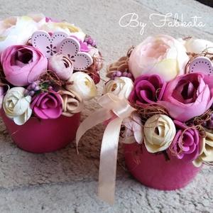 Szivecskés rózsaszín virágos virágbox asztaldísz dekoráció anyák napja , Otthon & Lakás, Dekoráció, Asztaldísz, Virágkötés, Egy pink kerámia kaspót béleltem, majd díszítettem saját gumivirágokkal, selyemvirágokkal, termésekk..., Meska