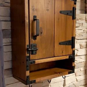 Kulcstartó szekrény, levéltartóval, Otthon & Lakás, Tárolás & Rendszerezés, Fali tároló, Fémmegmunkálás, Famegmunkálás, Rusztikus stílusú kulcsos szekrény levéltartóval. 45cm magas, 33cm hosszú, 15cm széles, belül 11cm m..., Meska
