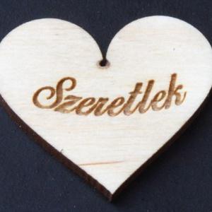 Szív 5 cm szeretlek (000070), Dekoráció, Otthon & lakás, Szerelmeseknek, Ünnepi dekoráció, Egyéb, Famegmunkálás, Gravírozás, pirográfia, Anyaga: Rétegelt lemez 4mm\nMéret: 5*5 cm\nAjándékozz kedvesednek, barátodnak, rokonodnak egy szívhez ..., Meska