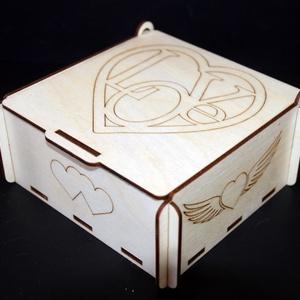 LOVE doboz 002, Lakberendezés, Otthon & lakás, Szerelmeseknek, Ünnepi dekoráció, Dekoráció, Gravírozás, pirográfia, Anyaga: 4 mm-es fa lemez\nMérete: 7,5 x 16 x 14 cm\n\nMeglepnéd kedvesed egy mutatós, ám egyszerű ajánd..., Meska