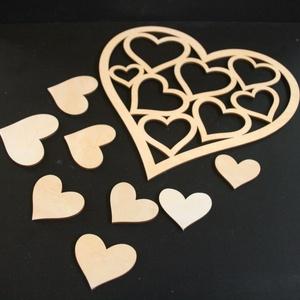 Szív halmaz 0001, Falra akasztható dekor, Dekoráció, Otthon & Lakás, Gravírozás, pirográfia, Anyaga: 4 mm-es fa lemez\nMéretei: \n- nagy szív forma 14 x 14 cm\n- kis szivek 7 db, 3cm-től 7 cm-ig..., Meska