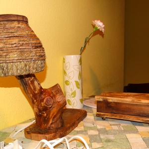 Rusztikus asztali lámpa, Otthon & lakás, Lakberendezés, Lámpa, Asztali lámpa, Hangulatlámpa, Olvasólámpa, Famegmunkálás, Egyedi asztali lámpa amely nagyon szépen megmunkált almafából és a talapzata akácfából készült. Aljá..., Meska
