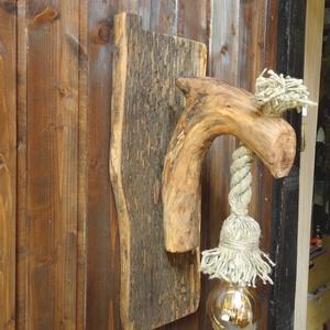 Lámpa, Fali & Mennyezeti lámpa, Lámpa, Otthon & Lakás, Famegmunkálás, Akácfa talpal és almafa ággal készült rusztikus falilámpa. A fa részek faolajjal be vannak kenve még..., Meska