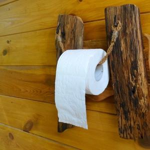 WC papír tartó, Otthon & lakás, Lakberendezés, Famegmunkálás, Egyedi akác és fenyőfából készült különleges papírtartó. A papírgurigát tartó kengyelkötél két db. n..., Meska
