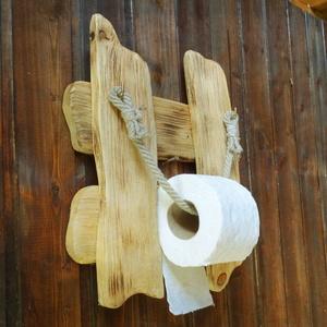 WC papír tartó, Fürdőszobai tároló, Fürdőszoba, Otthon & Lakás, Famegmunkálás, Tömör fából készült rusztikus papírtartó. Faolajjal átitatott, a hátulján égetett pecséttel jelölt t..., Meska