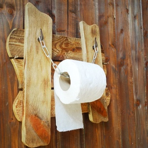 Rusztikus WC papír tartó, Fürdőszobai tároló, Fürdőszoba, Otthon & Lakás, Famegmunkálás, Tömör fából készült rusztikus papírtartó. Faolajjal átitatott, a hátulján égetett pecséttel jelölt t..., Meska