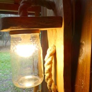 Fali lámpa, Otthon & Lakás, Lámpa, Fali & Mennyezeti lámpa, Famegmunkálás, Tömör tölgy fából készült rusztikus fali lámpa. A lámpabúra befőttes üveg. A benne lévő meleg fényű ..., Meska