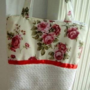 vintage rózsás táska vajszínű alapon, Táska, Divat & Szépség, Táska, Válltáska, oldaltáska, Szatyor, Varrás, Erős bútorvászon anyagból készítettem ezt a vintage stílusú vajszínű alapon rózsás válltáskát. A kép..., Meska