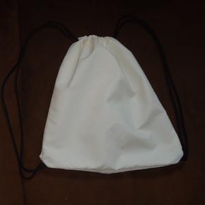 Fehér mini tornazsák fekete zsineggel, Táska & Tok, Hátizsák, Gymbag, Fehér színű Panama anyagból készítem, fekete színű zsinórral záródik. Ha szereted az egyszerű sporto..., Meska