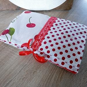 Cseresznyés tablettok, pelenkatáska, pelenkatartó neszesszer, pelenkázó táska, Táska & Tok, Neszesszer, Nagyon cuki cseresznyés és fehér alapon piros pöttyös pamutvászon anyagból készítettem el ezt a nesz..., Meska