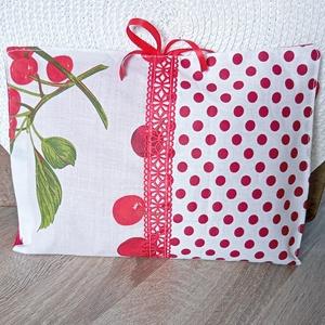 Cseresznyés tablettok, pelenkatáska, pelenkatartó neszesszer, pelenkázó táska - Meska.hu