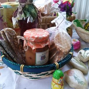 Ünnepi asztalra.... gasztrokosár , Kulinária (élelmiszer), Édességek, Olaj, zsír, ecet, Alkoholos italok, Élelmiszer előállítás, Váltsunk gasztroajándékra, mely többszörösen örömet szerez.\n----------------------------------------..., Meska