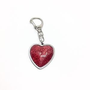 Szív, szíves csillámos táskadísz, kulcstartó, Táska, Divat & Szépség, Kulcstartó, táskadísz, Ékszerkészítés, Ezt a csillámos bordós piros szív medálos nemesacél alapú kiegészítőt használhatod táskadíszként va..., Meska
