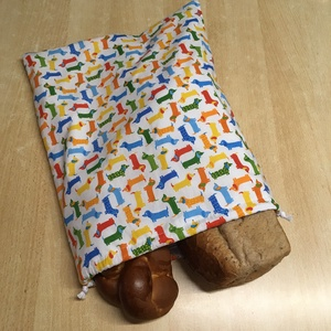 Frissentartó pamutvászon kenyeres zsák, PUL béléssel - kutyás, tacskós, Táska & Tok, Bevásárlás & Shopper táska, Kenyeres zsák, Varrás, 100% pamutvászon és minősített légáteresztő PUL anyag felhasználásával készítem.\nPamutzsinórral két ..., Meska