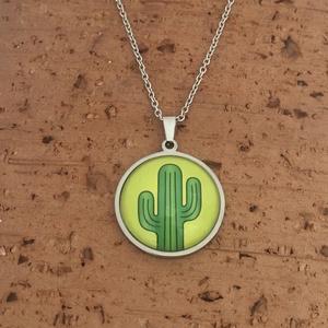 Kaktuszos nemesacél nyaklánc - két méretben, Ékszer, Nyaklánc, Medálos nyaklánc, Ékszerkészítés, Fotó, grafika, rajz, illusztráció, Igazi nyári kiegészítő kaktuszbarátoknak.\nA nyakláncot két méretben készítem, 25 és 14 mm-es medálla..., Meska