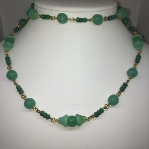 Krizopráz üveg nyaklánc, Ékszer, Nyaklánc, 70 cm-es Tavaszi zöld gyöngysor , melynek antik cseh gyöngyeit rézhuzalra fűztem. Nem szakad, kényel..., Meska