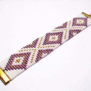 Lila-arany gyöngyszövött karkötő, Ékszer, Karkötő,  Gyöngyszövés technikával készült egyedi karkötő saját tervezésű minta alapján.    16 cm-es vagy ann..., Meska