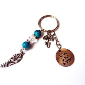 """""""Live your dream"""" egyedi kulcstartó, Ékszer, Otthon & lakás, Táska, Divat & Szépség, Kulcstartó, táskadísz, Gyöngyökkel, fityegőkkel és egy feliratos  medállal díszített kulcstartó-alap. Nem árt észben tartan..., Meska"""