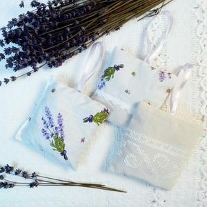 3 db levendulapárna, Illatzsák, Dekoráció, Otthon & Lakás, Varrás, 100% levendulával töltött illatos párnácska mintás és hímzett pamutvászonból. Teheted látható helyre..., Meska