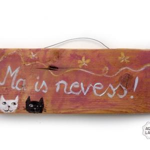 Motivációs macskák, Otthon & lakás, Dekoráció, Lakberendezés, Famegmunkálás, Festett tárgyak, Egyedi, rusztikus fa dekoracio.\nkb. 25.5   x 10 cm.\n\nA szinek elterhetnek a monitor beallitasnak meg..., Meska