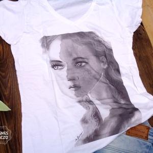 Arc a tömegből, Táska, Divat & Szépség, Ruha, divat, Női ruha, Póló, felsőrész, Fotó, grafika, rajz, illusztráció, Egyedi, sajat grafikammal keszult noi polo. \nMarka : Gildan Softstyle\nMeret : L\nAnyaga : 100% pamut...., Meska