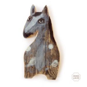 Szürke lovacska, Ló, Plüssállat & Játékfigura, Játék & Gyerek, Újrahasznosított alapanyagból készült termékek, Famegmunkálás, INGYENES POSTA\n\nEgyedi, rusztikus fa dekoracio.\nfalra akaszthato.\nkb. 48cm magas.\nA szinek elterhetn..., Meska