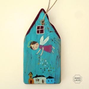 Angyalport szóró angyalka, Otthon & Lakás, Dekoráció, Falra akasztható dekor, Most ujra kaphato :-)   Rusztikus fa dekoracio.  kb. 10 x 20 cm.  + akaszto. A szinek elterhetnek a ..., Meska