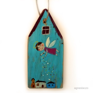 Angyalport szóró angyalka 2, Otthon & Lakás, Dekoráció, Falra akasztható dekor, Most ujra kaphato :-)   Rusztikus fa dekoracio.  kb. 10 x 21.5 cm.  + akaszto. A szinek elterhetnek ..., Meska