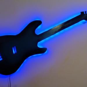 gitár, fali dekor, LED-es háttérfénnyel, Otthon & Lakás, Dekoráció, Falra akasztható dekor, Famegmunkálás, Festett tárgyak, Közel azonos méretű egy valódi elektromos gitárral, kék-fekete, bordó ill. egyedi igények szerint má..., Meska