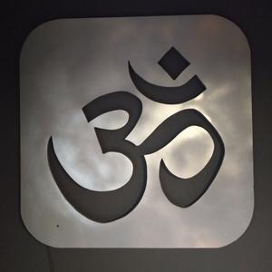 Om vagy Aum - hindu mantra, szimbólum,  fali dekor ledes háttérfénnyel (faragda) - Meska.hu