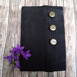 Lee gombos napló, Otthon & Lakás, Papír írószer, Jegyzetfüzet & Napló, Könyvkötés, Újrahasznosított alapanyagból készült termékek, Zsebes, fekete farmeranyag borítással készült napló.\nSzemélyre szabott ajándék lehet a zsebbe helyez..., Meska