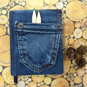 Brax zsebes mininotesz, Otthon & Lakás, Papír írószer, Jegyzetfüzet & Napló, Könyvkötés, Újrahasznosított alapanyagból készült termékek, Sötétkék, zsebes, Brax  farmeranyag felhasználásával, kék jelzőszalaggal készült mini napló. \nElőnye..., Meska