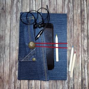 Halvány-csíkos dupla nagyzsebes farmer napló, gombos záródással, Otthon & Lakás, Papír írószer, Jegyzetfüzet & Napló, Könyvkötés, Újrahasznosított alapanyagból készült termékek, Kék farmeranyag borítással, dupla zsebes megoldással, piros jelzőszalaggal készült napló. Záródása, ..., Meska