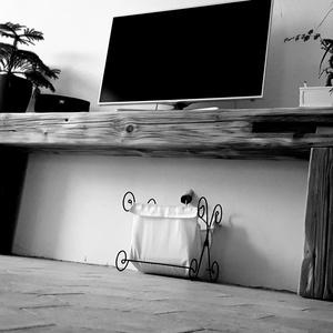Gerenda tv állvány, Otthon & lakás, Bútor, Polc, Lakberendezés, Dekoráció, Famegmunkálás, Robosztus bontott tetőgerendából készítem wabi-sabi stílusjegyekkel.\nTv állvány  volna az eredeti te..., Meska