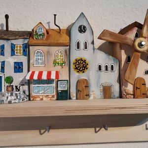 """Kulcstartó \'városka \"""" polcocska 2, Otthon & Lakás, Bútor, Kulcstartó szekrény, Festett tárgyak, Famegmunkálás, Tömör fából készült egyedi kis polc, kulcs akasztó. A lakásba be vagy kilépéskor már megvidámítja a ..., Meska"""