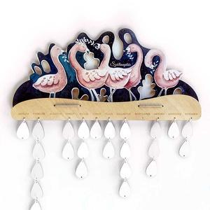 Flamingós öröknaptár, Otthon & Lakás, Dekoráció, Falinaptár & Öröknaptár, Gravírozás, pirográfia, Festészet, Kecses flamingók költöztek erre a családi naptárra, üde színfoltok lehetnek a lakásban.\n\nCsaládi ese..., Meska