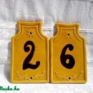 házszámtábla, Lakberendezés, Otthon & lakás, Utcatábla, névtábla, Kerámia, Agyagból készült, sárga mázas házszám. Szélessége 8cm, magassága 13cm.\nRaktáron van, bármilyen szám ..., Meska