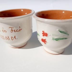 Esküvöi köszönet ajàndék, Esküvő, Kerámia, Kézi korongozással készült,apró tulipánmitával díszített fehér pálinkás pohár.A pár nevét és a dátum..., Meska