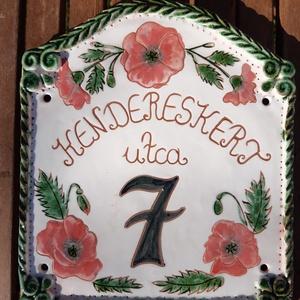Házszámtábla, Otthon & Lakás, Ház & Kert, Házszám, Kerámia, Agyagból készült pipacsos házszámtábla.Mérete 23x22.\nKívánság szerinti felirattal,14 nap alatt elkés..., Meska