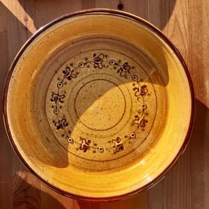 Pitesütő tál, Otthon & Lakás, Konyhafelszerelés, Kerámia, 29cm széles,5cm magas sárga színű pitesütő tál., Meska